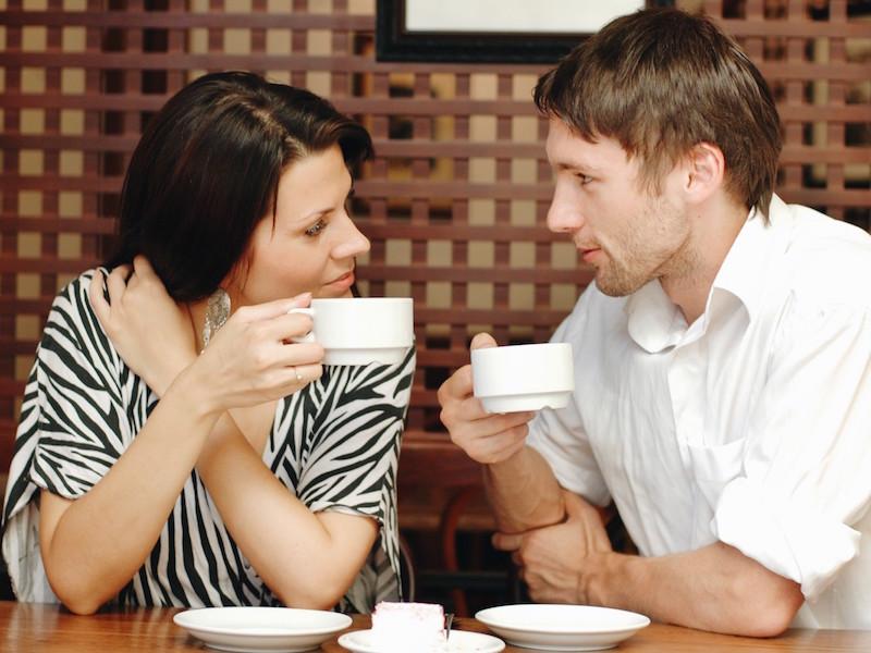 Faire des rencontres au café