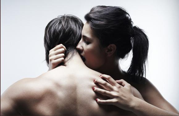 Les signes d'attirance physique chez une femme