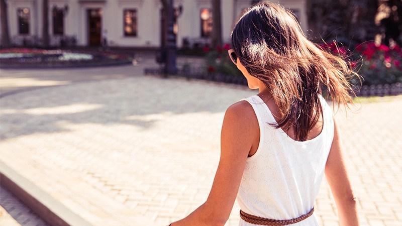 aborder une fille qui marche sans avoir peur