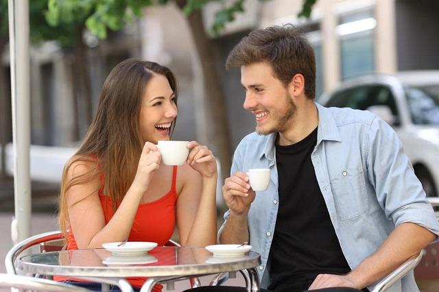 captiver une femme durant une conversation