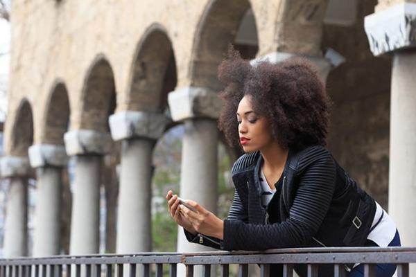 decrypter SMS femme